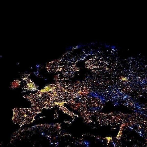Η Ευρώπη από ψηλά, το βράδυ της Πρωτοχρονιάς   Η καλύβα ψηλά στο βουνό