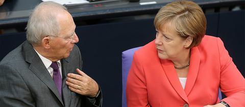 <p>Σύμφωνα με τον «Guardian» η κίνηση Σόιμπλε για προσωρινή έξοδο της Ελλάδας από το ευρώ έφερε τις πρώτες ρωγμές στη σχέση των δύο</p>